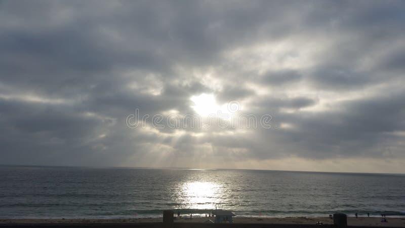 Cara en las nubes foto de archivo