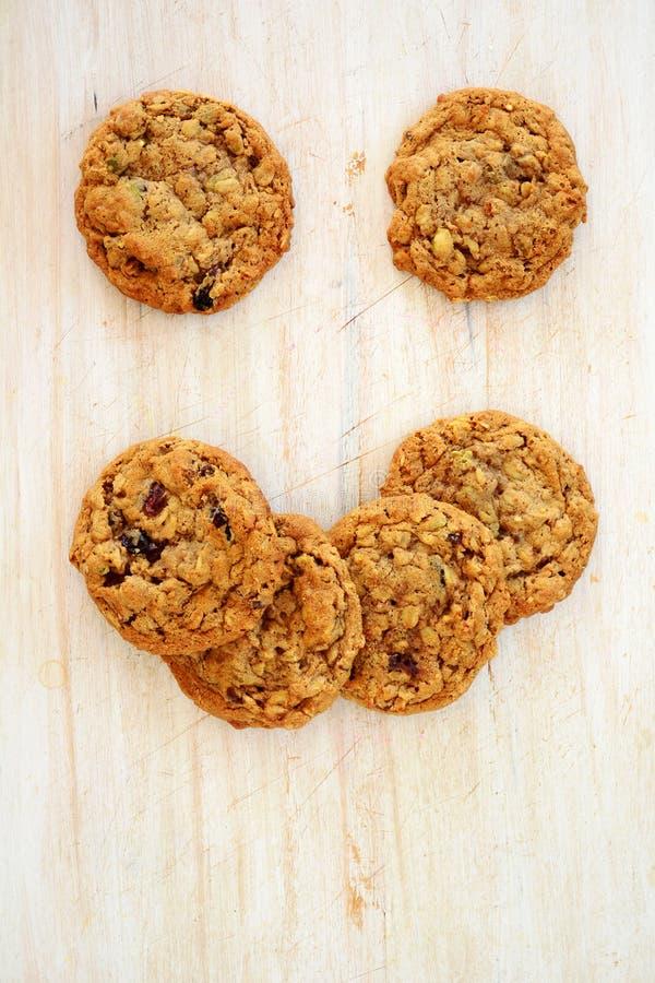 Cara feliz das cookies do pedaço do chocolate da macadâmia fotografia de stock royalty free