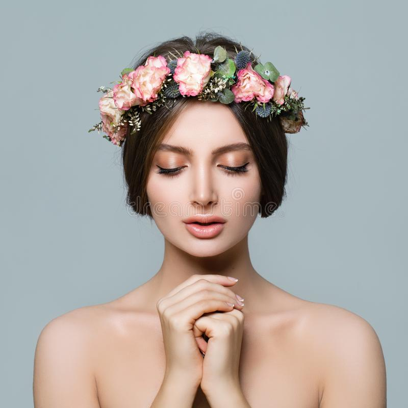 Cara femenina hermosa Mujer sana con la piel clara imagen de archivo