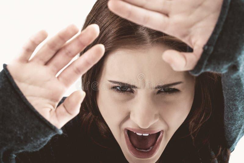 Cara gritando da coberta da mulher imagem de stock