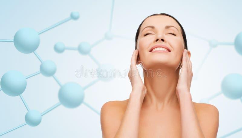Cara hermosa de la mujer joven con las moléculas imágenes de archivo libres de regalías
