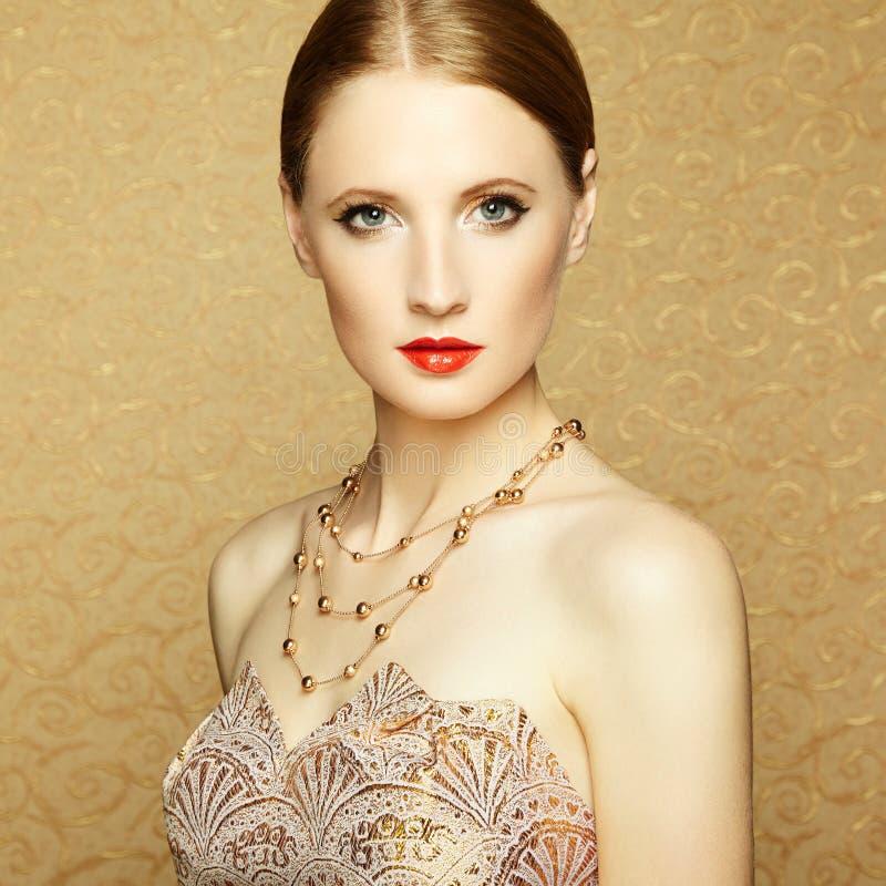 Cara hermosa de la mujer. Maquillaje perfecto imagenes de archivo