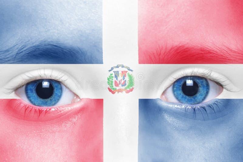 Cara humana del ` s con la bandera de la República Dominicana fotografía de archivo