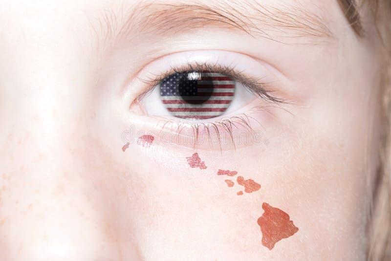 A cara humana do ` s com a bandeira nacional de Estados Unidos da América e Havaí indicam o mapa imagem de stock royalty free