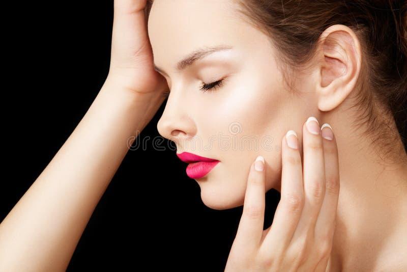 Cara modelo con maquillaje perfecto, piel pura de la belleza fotos de archivo