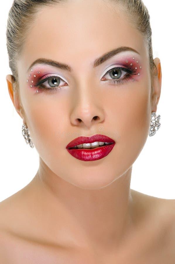 Cara modelo, maquillaje de los labios, pendiente fotos de archivo