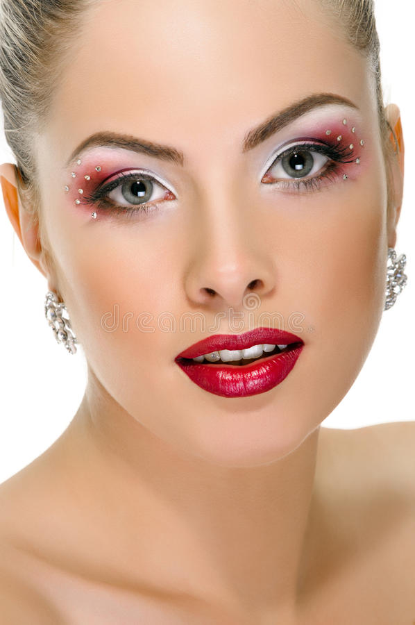 Cara modelo, maquillaje de los labios, pendiente imagen de archivo libre de regalías