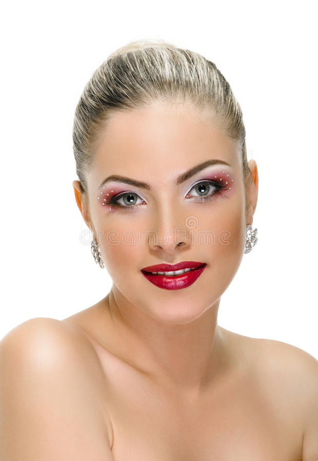 Cara modelo, maquillaje de los labios, pendiente foto de archivo