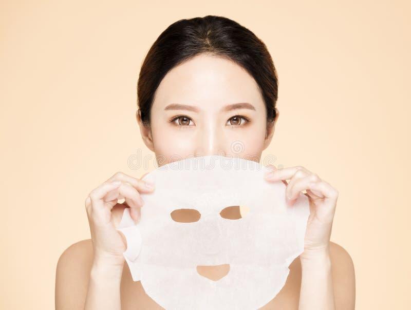 Cara nova da beleza e máscara facial imagem de stock