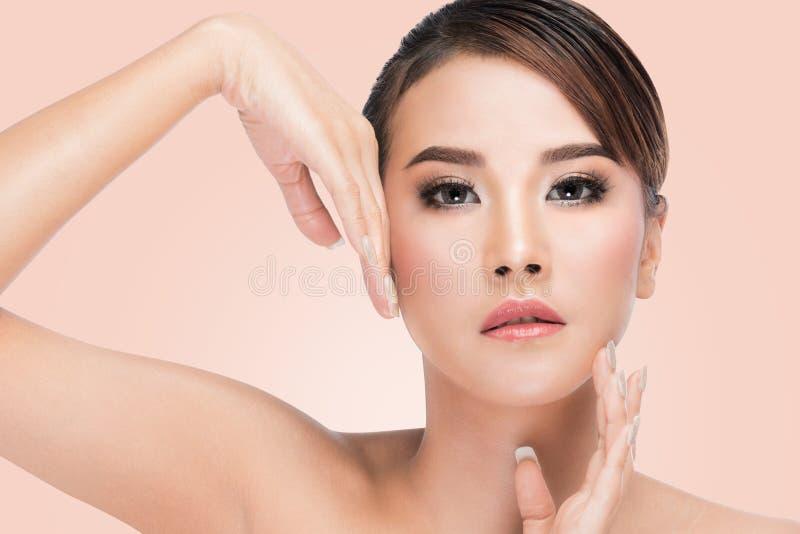Cara perfecta y piel del retrato asiático de la belleza fotos de archivo libres de regalías