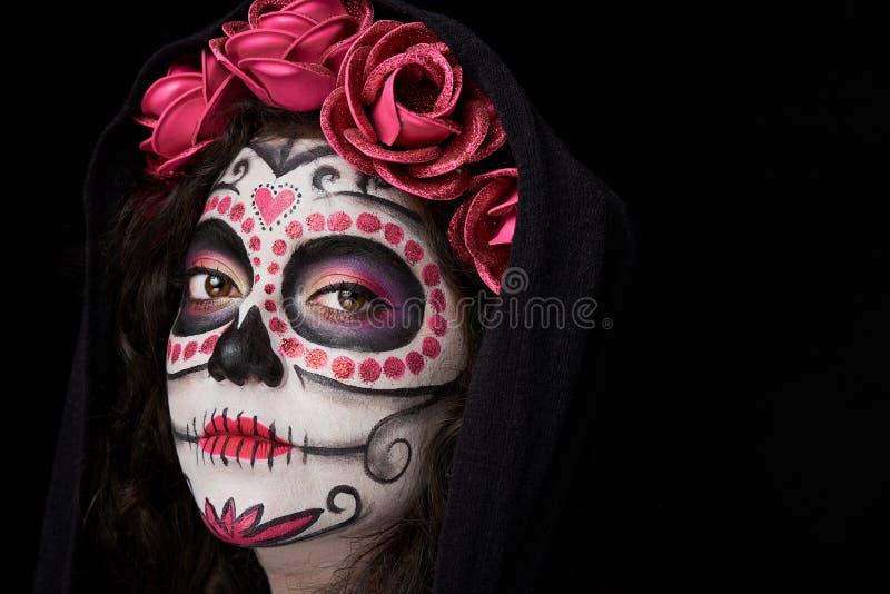 Cara pintada da mulher no casaco imagens de stock royalty free