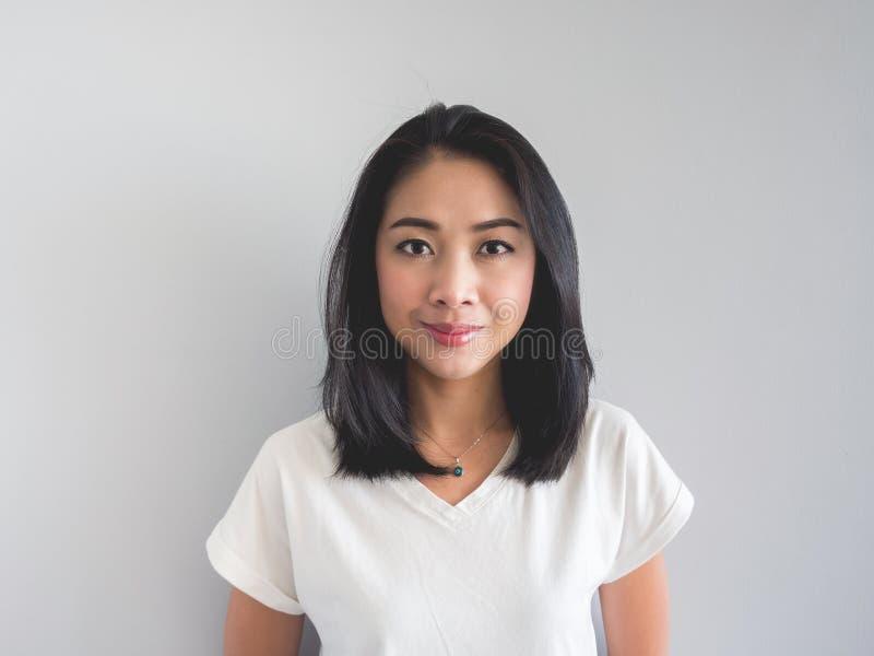 Cara seria de la mujer asiática fotografía de archivo libre de regalías
