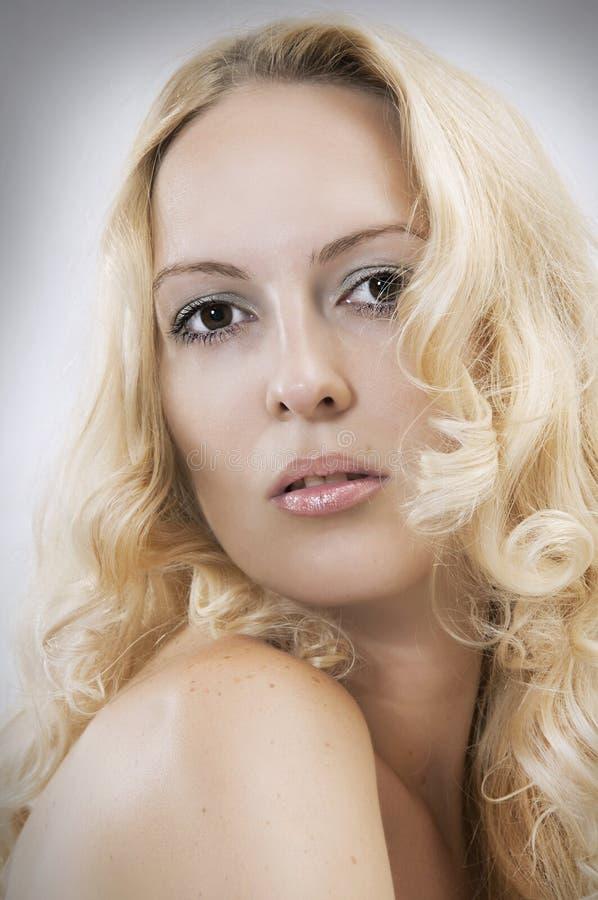 Cara sexual hermosa rubia de la mujer imágenes de archivo libres de regalías