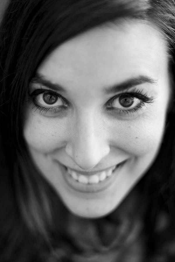 Cara sonriente del retrato de la mujer real imagen de archivo