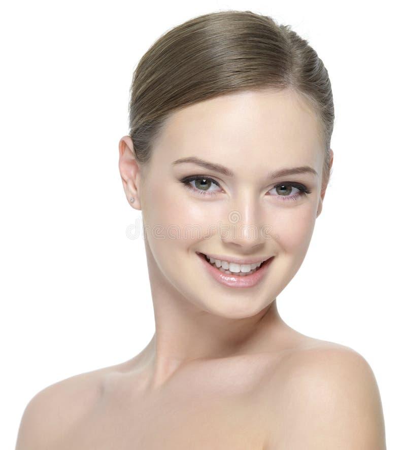 Cara sonriente feliz de la muchacha adolescente joven imagen de archivo libre de regalías