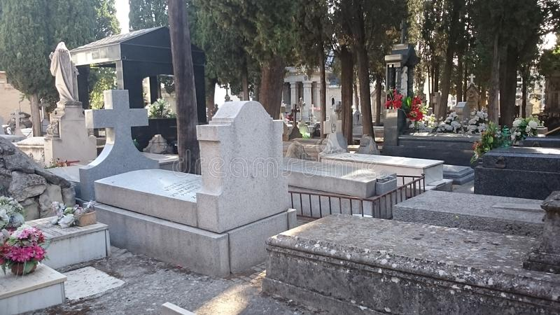 Carabanchel ` s公墓,马德里坟墓和墓碑 库存图片