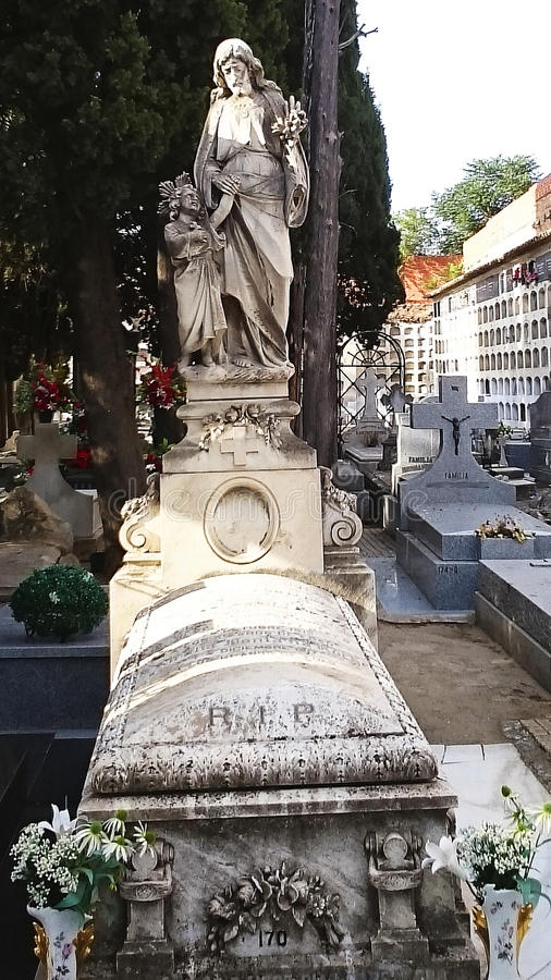Carabanchel ` s公墓,马德里坟墓和墓碑 免版税库存图片