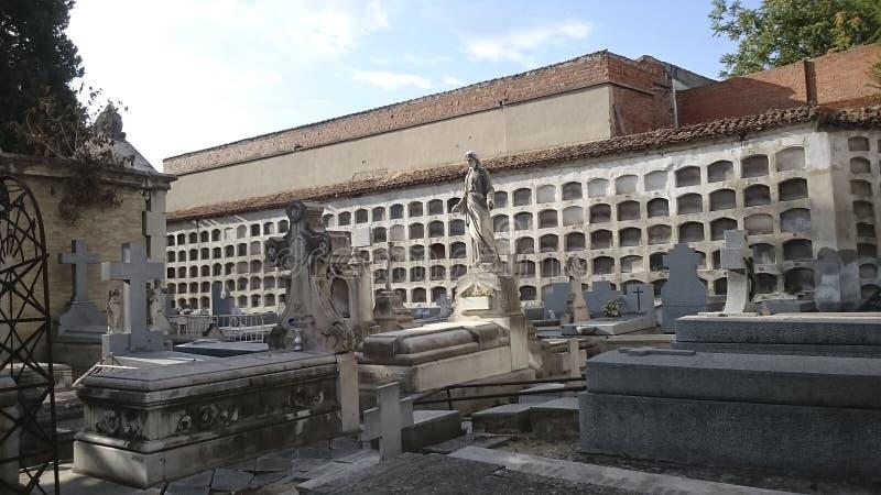 Carabanchel ` s公墓,马德里坟墓和墓碑 库存照片