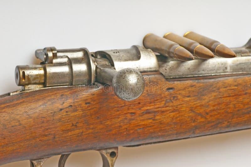 Carabina con la munición fotos de archivo