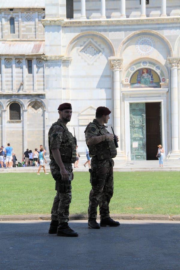 Carabinieri de Pise au travail photographie stock libre de droits