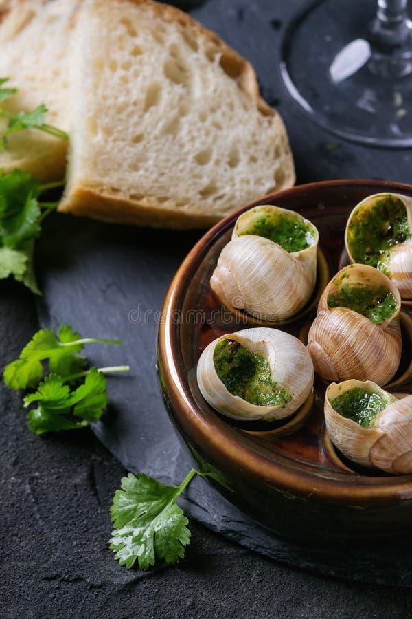 Caracóis prontos para comer de Escargot de Bourgogne foto de stock
