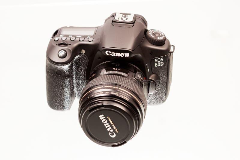 CARACAL RUMÄNIEN, 19 12 2012 Sikt av den Canon 60D kameran med linsen royaltyfri fotografi