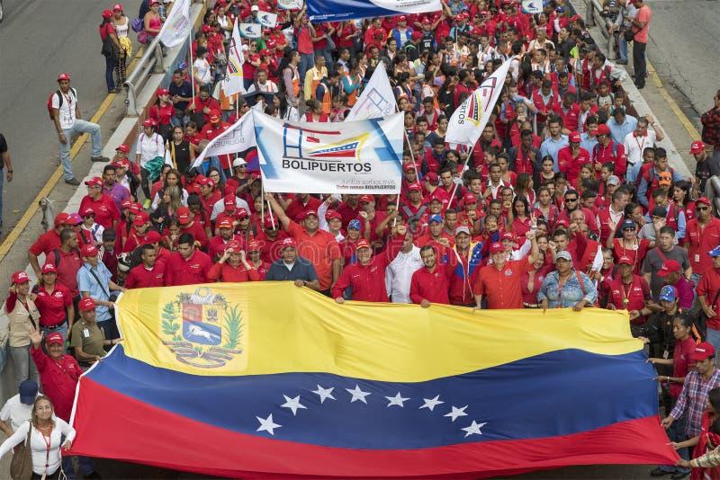 caracas Marcha de los manifestantes en apoyo de nuevas medidas económicas del gobierno fotografía de archivo