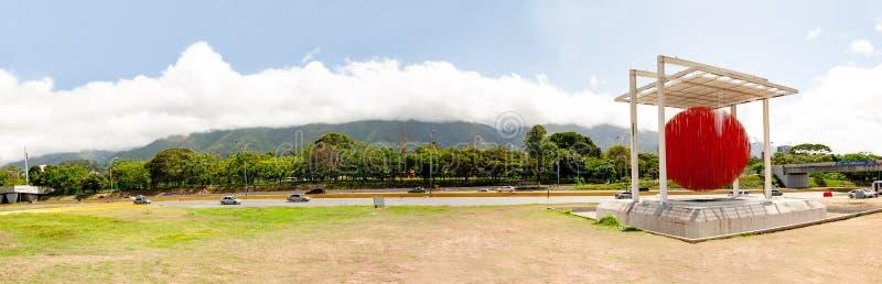 Caracas Miranda State /Venezuela 07/29/2018 di editoriale di Jesus Soto della scultura di Caracas della sfera fotografie stock