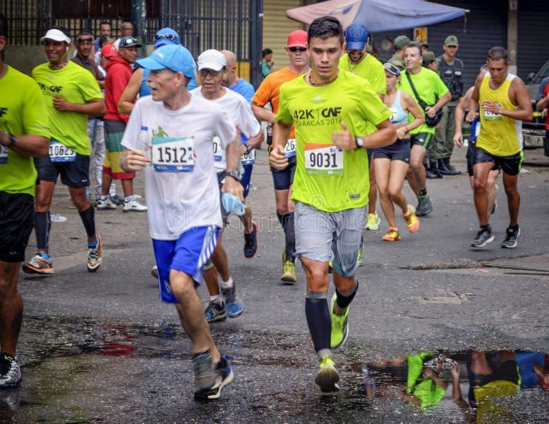 Caracas Venezuela - April 24, 2016: maratonlöpare på CAF maraton 42K royaltyfria foton