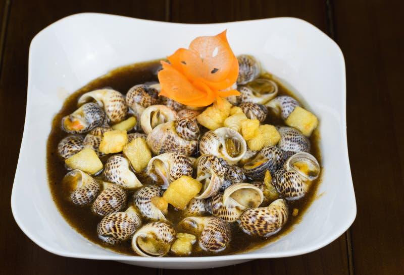 Caracol salteado com tamarindo, alimentos especializados no delta de Mekong, Vietname Alimento asiático foto de stock royalty free