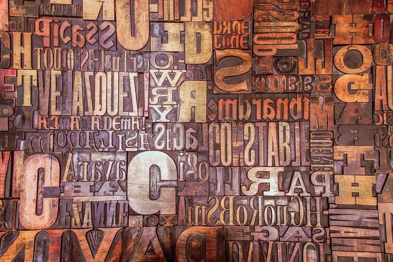 Caractère de lettres d'impression d'alphabet reflété photographie stock libre de droits