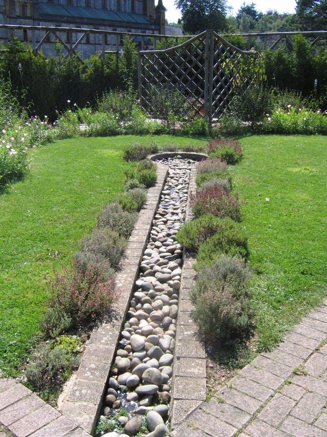 Característica del agua en jardín fotos de archivo