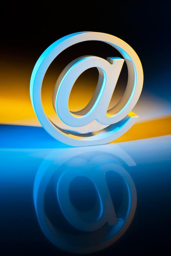 Caracteres del email. Comunicación en línea. fotografía de archivo