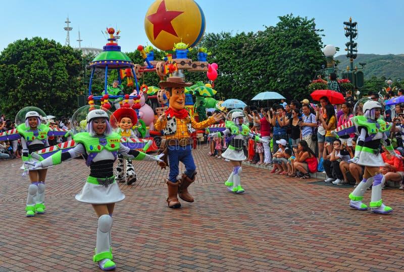 Caracteres pixar de Disney en desfile