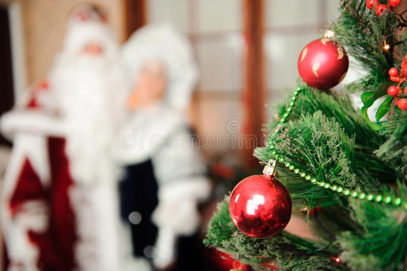 Caracteres rusos de la Navidad: Ded Moroz, padre Frost y Snegurochka, doncella de la nieve fotografía de archivo