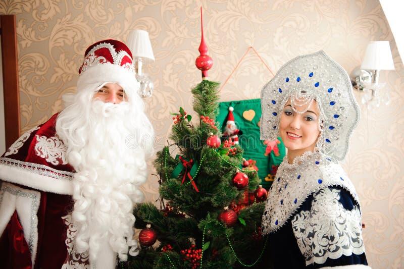 Caracteres rusos de la Navidad: Ded Moroz, padre Frost y Snegurochka, doncella de la nieve fotografía de archivo libre de regalías