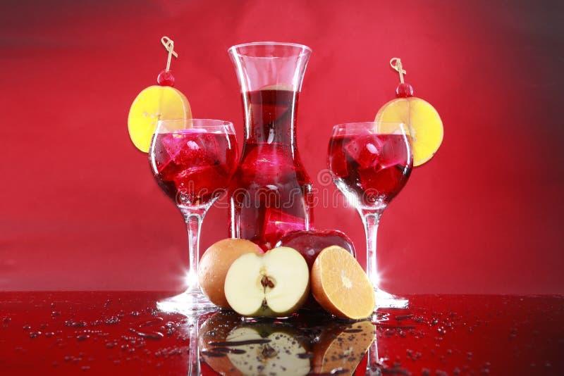 Carafe de sangria pour deux ou perforateur de fruit photos libres de droits