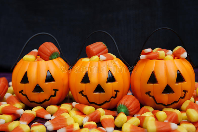Caramal Apfel, Kürbisgelee, Süßigkeitmais, Erdnussbuttercup, cinammon, Karamell, Plätzchen, Schokoriegel, Lutscher lizenzfreie stockbilder