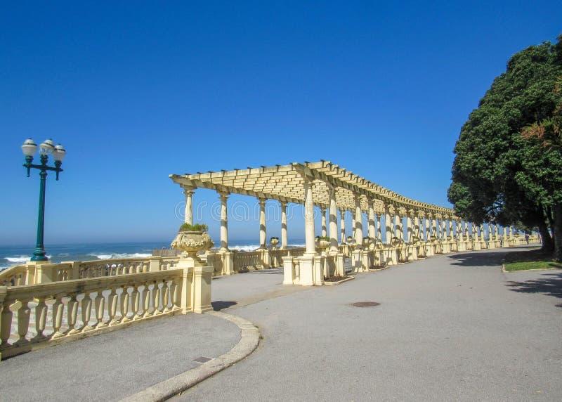 Caramanchão Foz de Porto no passeio de Foz ao longo da costa de Oceano Atlântico em Porto, Portugal fotos de stock