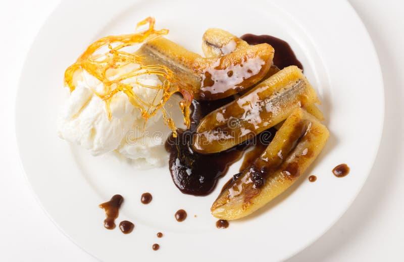 Caramel de banane et crème glacée frits d'en haut images libres de droits