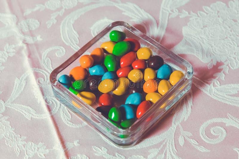 Caramella variopinta Multi dolci colorati Caramella colorata in un vetro Il cioccolato rotondo ? molto variopinto fotografia stock libera da diritti