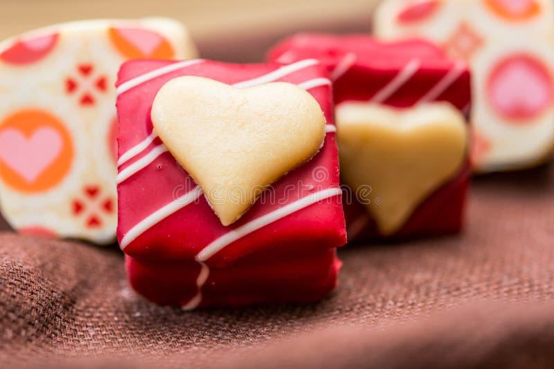Caramelle di cioccolato a forma di dell'innamorato fotografia stock