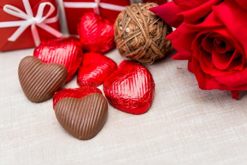 Caramelle di cioccolato a forma di dell'innamorato fotografia stock libera da diritti
