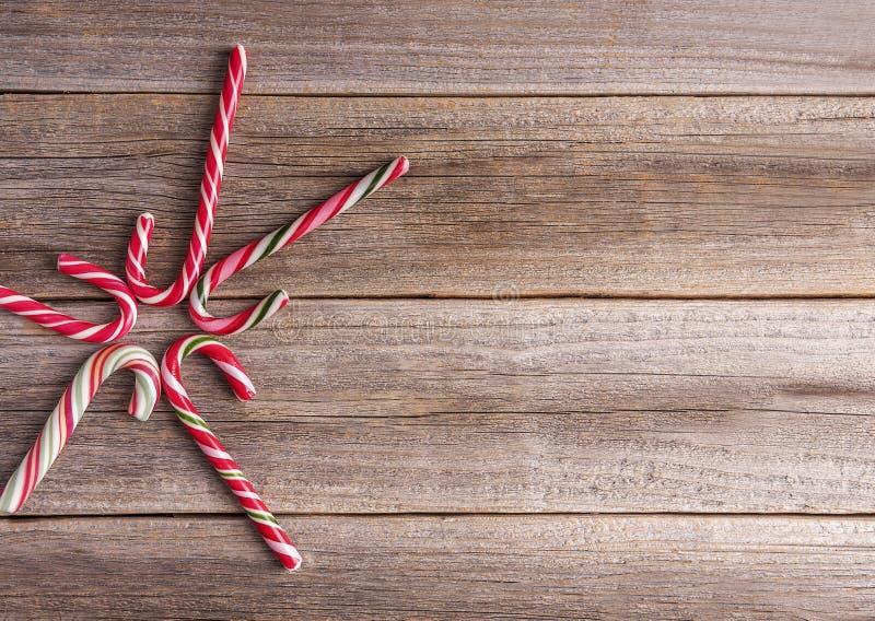 Caramelle di Natale su un fondo di legno fotografia stock