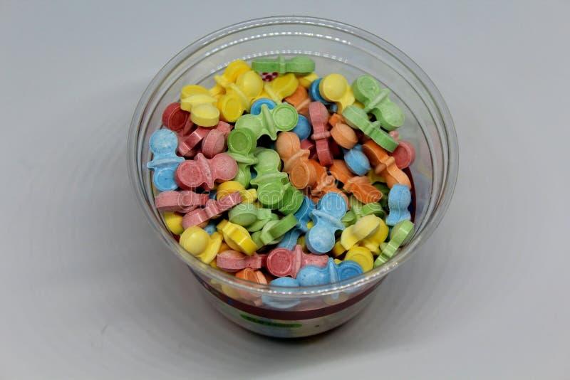 Caramelle dure e variopinte per soddisfare dente dolce immagine stock