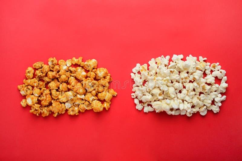 Caramello e popcorn salato immagini stock
