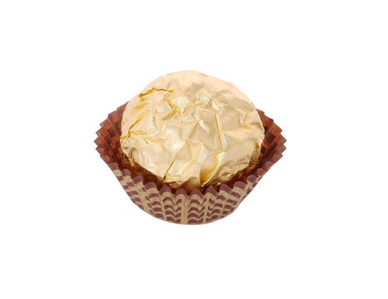 Caramelo de chocolate envuelto en hoja de oro imagen de archivo libre de regalías