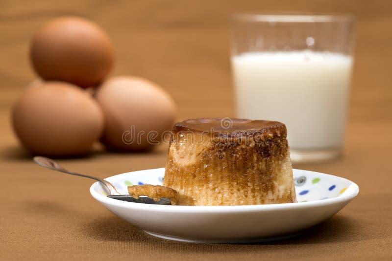 Caramelo de nata, natillas del caramelo o pudín de las natillas imagen de archivo libre de regalías