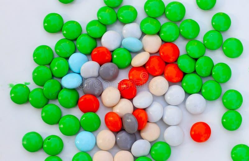 Caramelo recubierto de chocolate colorido del caramelo fotografía de archivo