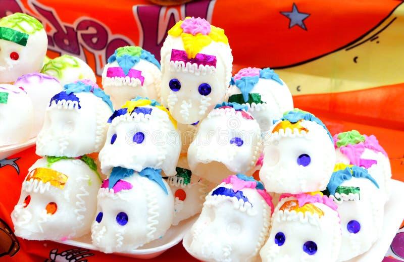 Caramelo Sugar Skulls para el día mexicano de los muertos fotografía de archivo libre de regalías